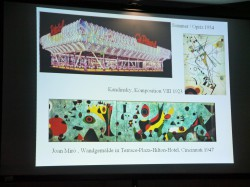 Die Dekoration des Autoscooters von Sommer/ Opitz aus den 50er Jahren lehnt sich an Gemälde von Wassily Kandinsky oder Joan Miró an.
