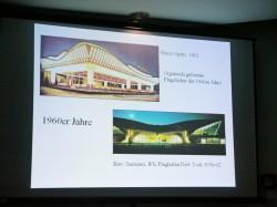 Der Autoscooters von Heinz Opitz von 1961 mit organisch geformten Flugdächern ist von der Architektur des damaligen JFK Flughafens in New York inspiriert.