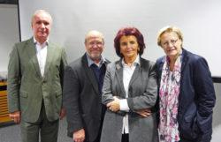 (v.l.n.r.) Burkhard von der Mühlen und Dr. Walter Schulz (beide Vorstand des Fördervereins des Historischen Archivs der Stadt Köln), Dr. Margit Ramus und Dr. Bettina Schmidt-Czaia (Leitende Archivdirektorin der Stadt Köln).